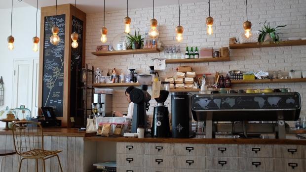 coffee-shop-1209863_960_720.jpg